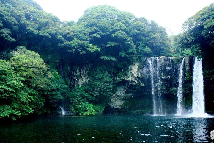 cheonjiyeon-falls.jpg
