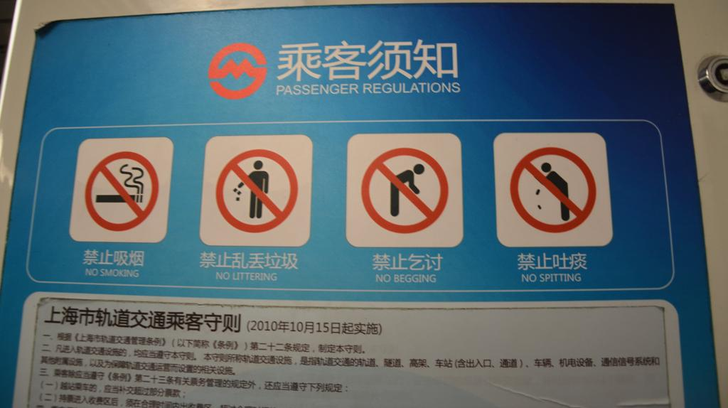 szabalyok: tilos dohanyozni, szemetelni, keregetni, kopkodni.<br />