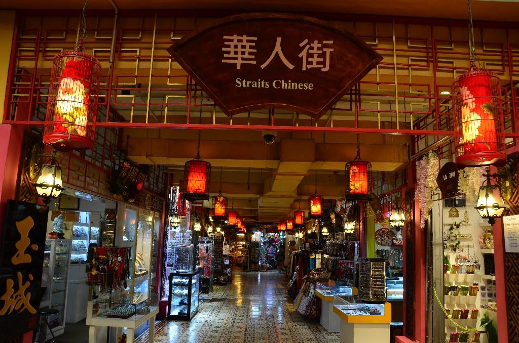 A Chinatown piros lampionos utcaja.
