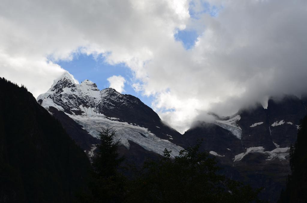 es a hegy sokkal kozelebb
