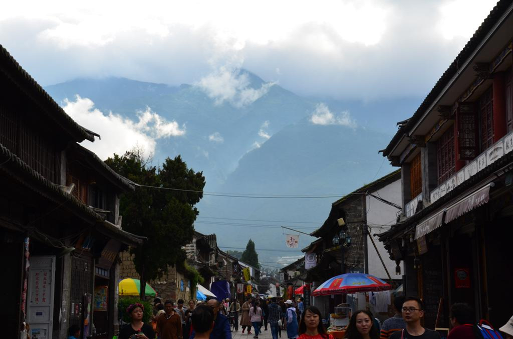 A Hippi utca vegeben neha elobukkannak a hegyek