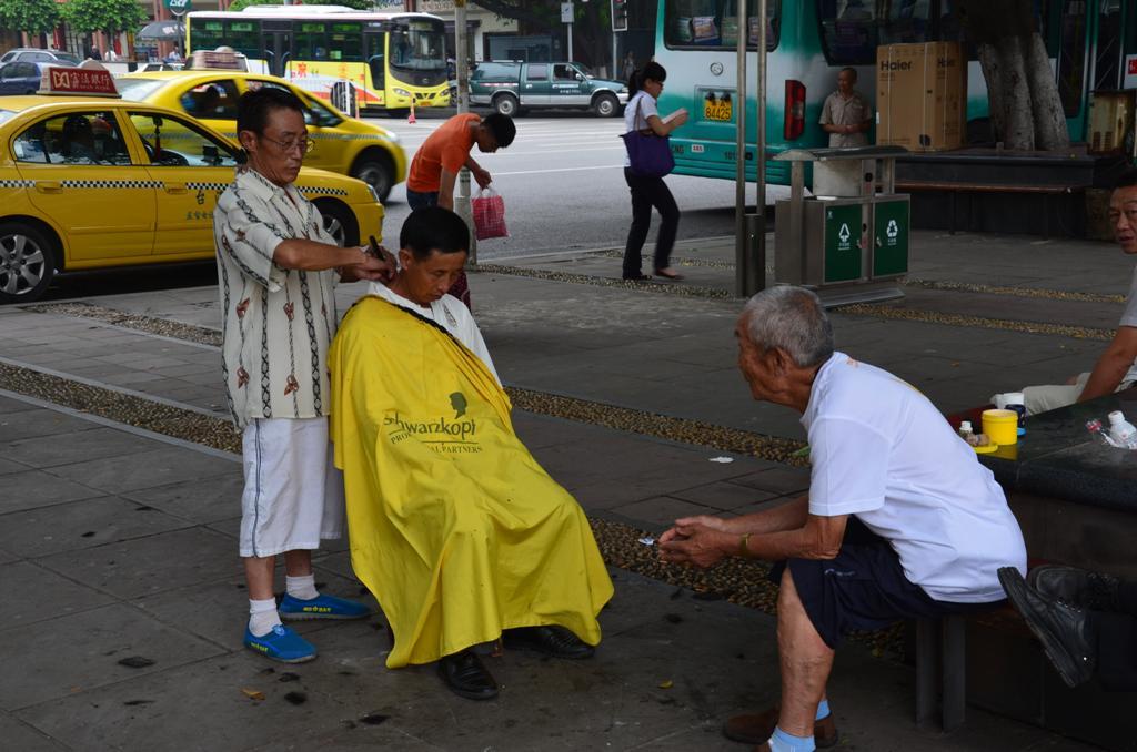 hajnyiras az utcan