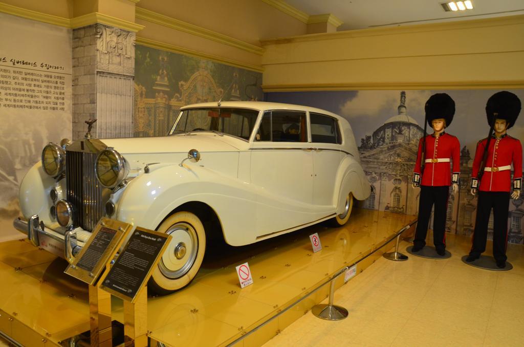 Rolls Royce Silver Wraith<br />A Buckingham Palota luxusautoinak egyike
