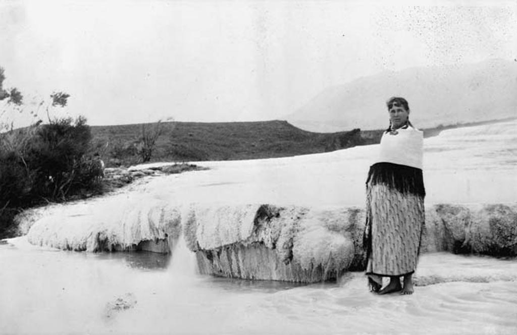 Guide Sophia, a feher terasznal, 1885-ben