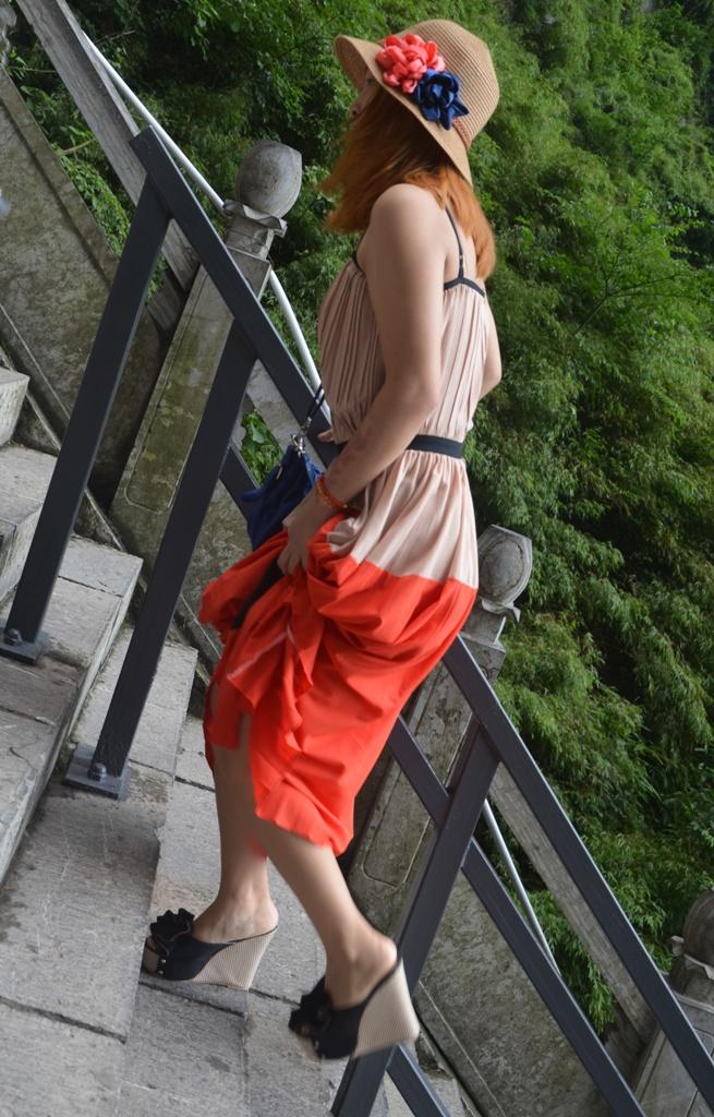 A Tianmen hegynel lepcsozes magas sarkuban