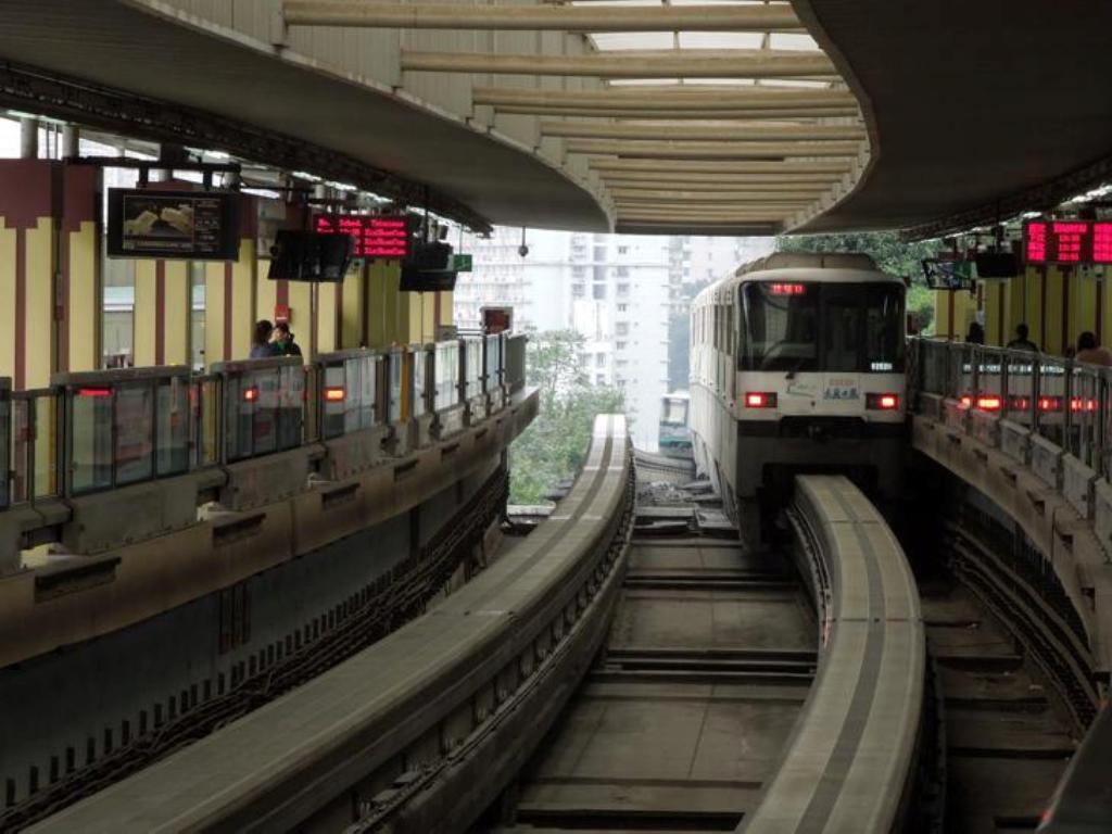 egysinu metro a megalloban