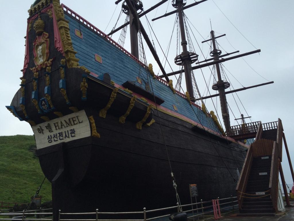 Az első európai, aki leírta koreai tapasztalatait, egy holland hajós, Henrik Hamel. 1653-ban ezen a parton szenvedett hajótörést.