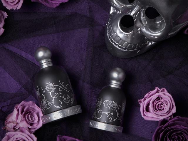 Nézegetnél tetovált parfümösüveget a polcodon? Nyerd meg te a Halloween Tattoo illatpárt!
