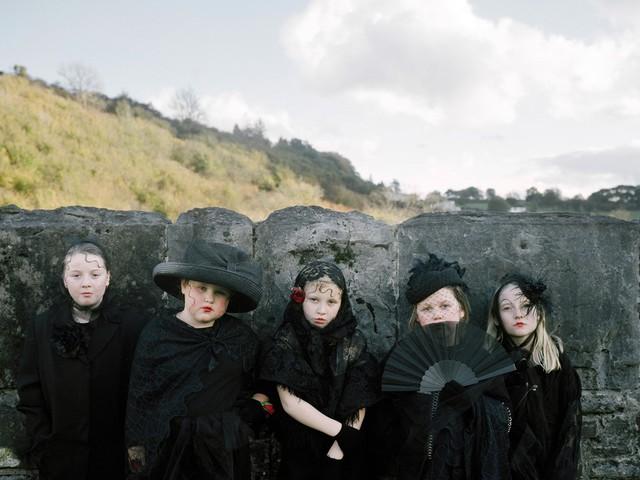 Meghökkentő fotósorozat divatról és gyerekekről