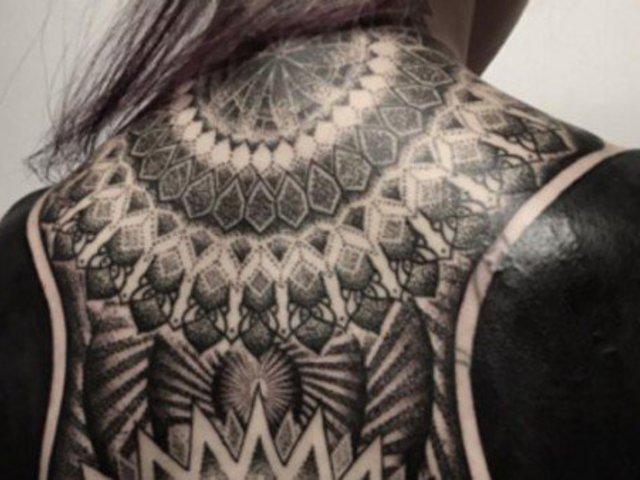 Blackout - vadiúj trend a tetoválásban. Bevállalnád?