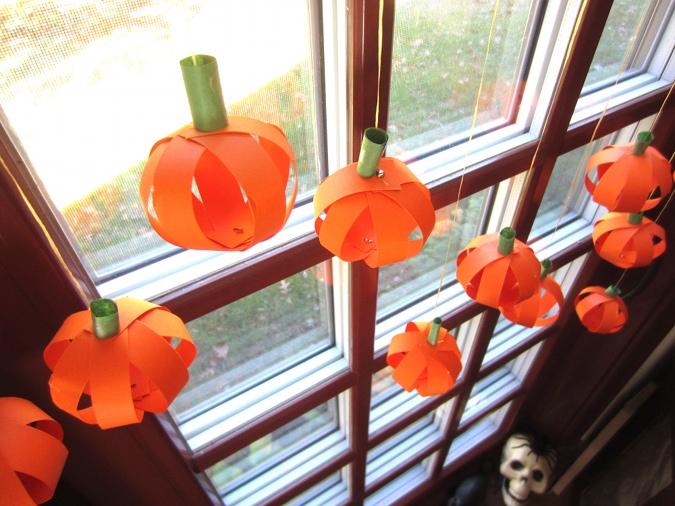 11-halloween-window-decorations-homebnc.jpg