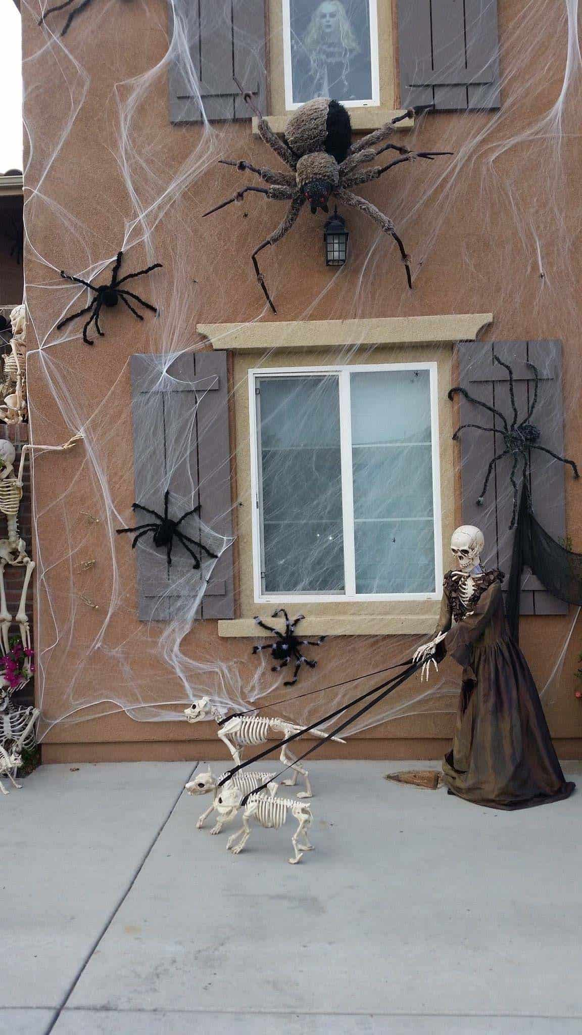 spooky-halloween-window-silhouette-ideas-18-1-kindesign.jpg