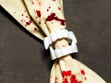 03-vampire-napkin-rings-spooky-crafts-sl.jpg