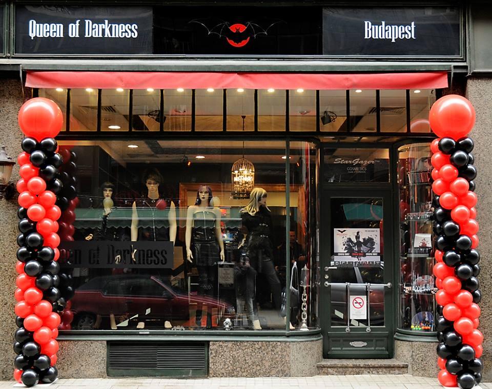 Hatalmas sötétség az Irányi utcában: Queen of Darkness üzlet nyílt Budapesten!