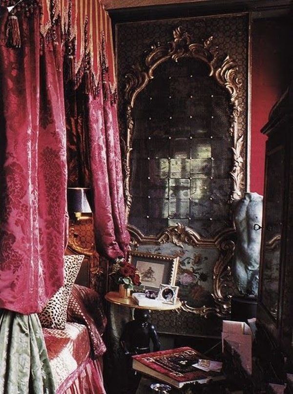mysterious-gothic-bedrooms.jpg