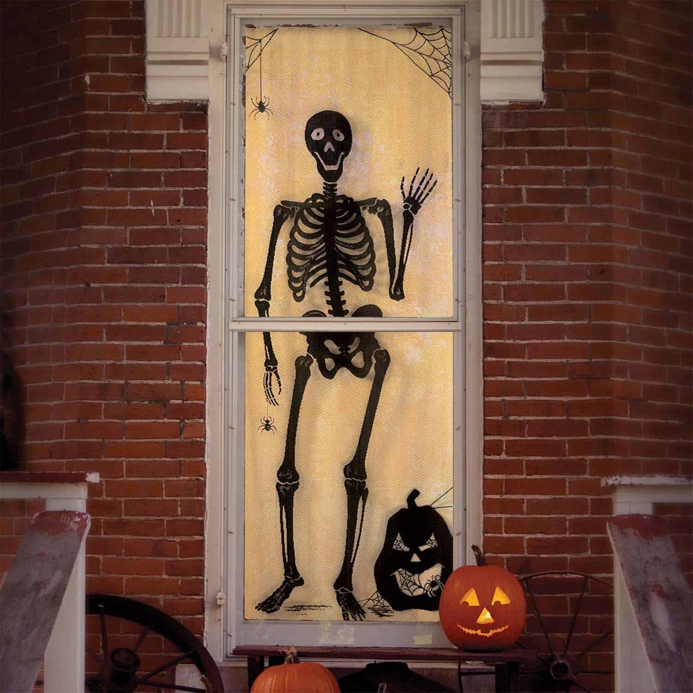 spooky-halloween-window-silhouette-ideas-02-1-kindesign.jpg