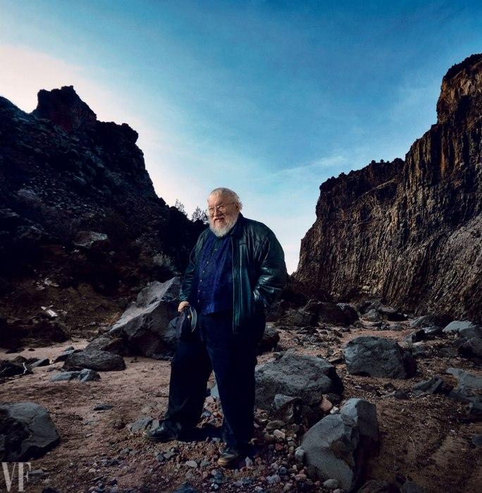 A szerző, George R. R. Martin, a kép a  Diablo Canyonban, Santa Fe, Új-Mexikóban készült.