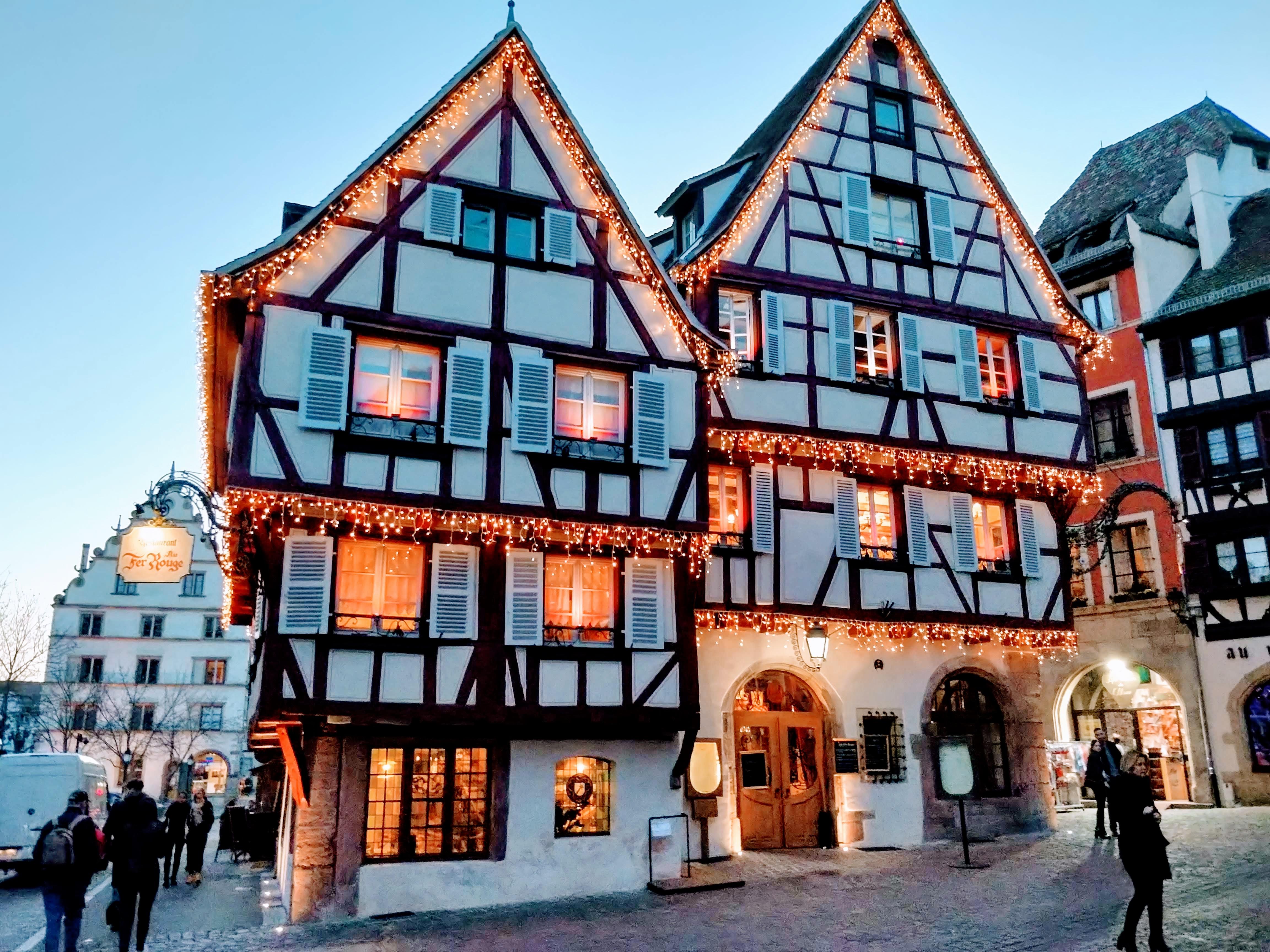 A Le Fer Rouge, ez lett volna a kiszemelt éttermünk, de sajnos csak este 6-kor nyitott.
