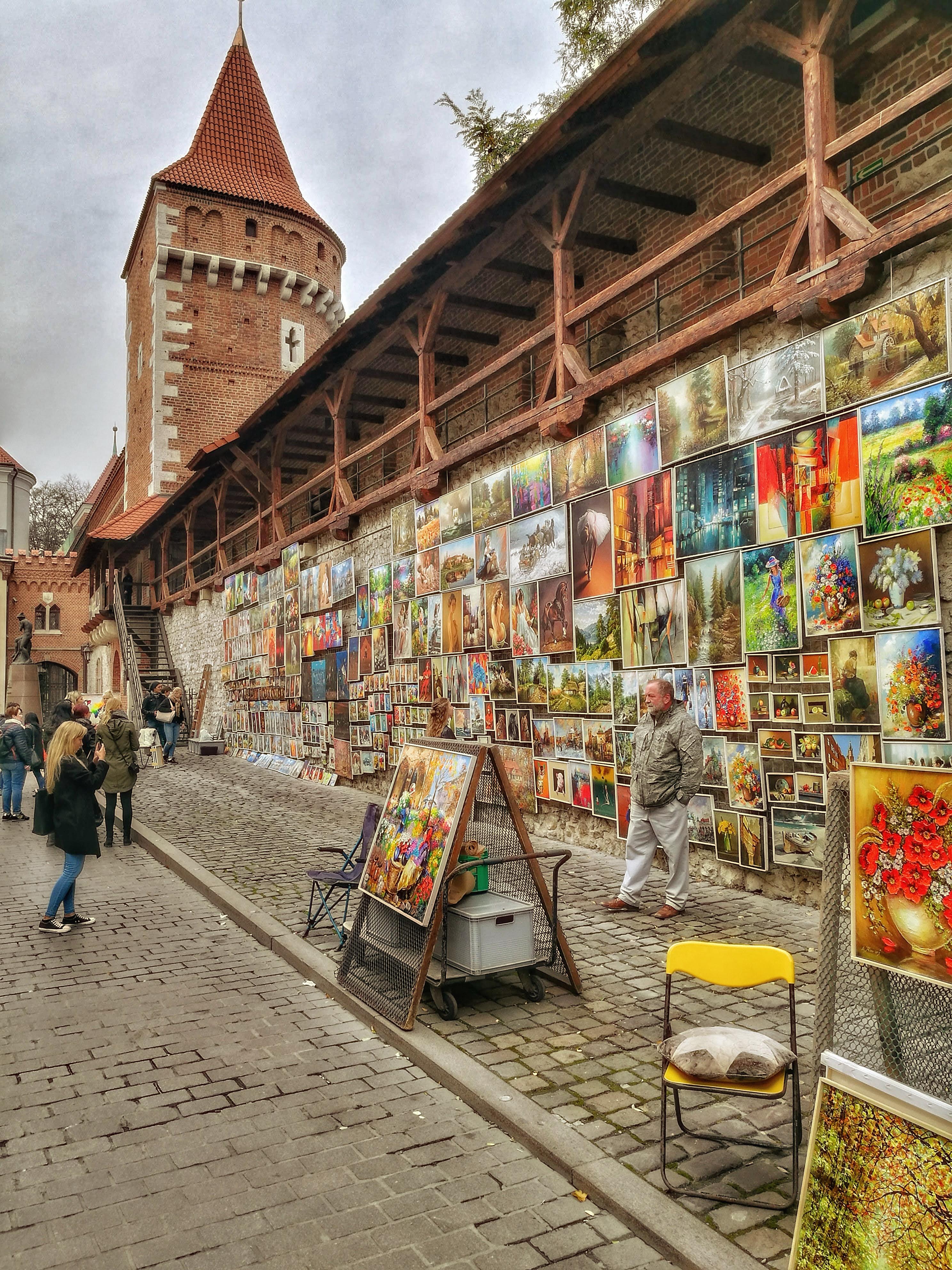 A Flórián-kapu fala tömve van gyönyörű képekkel