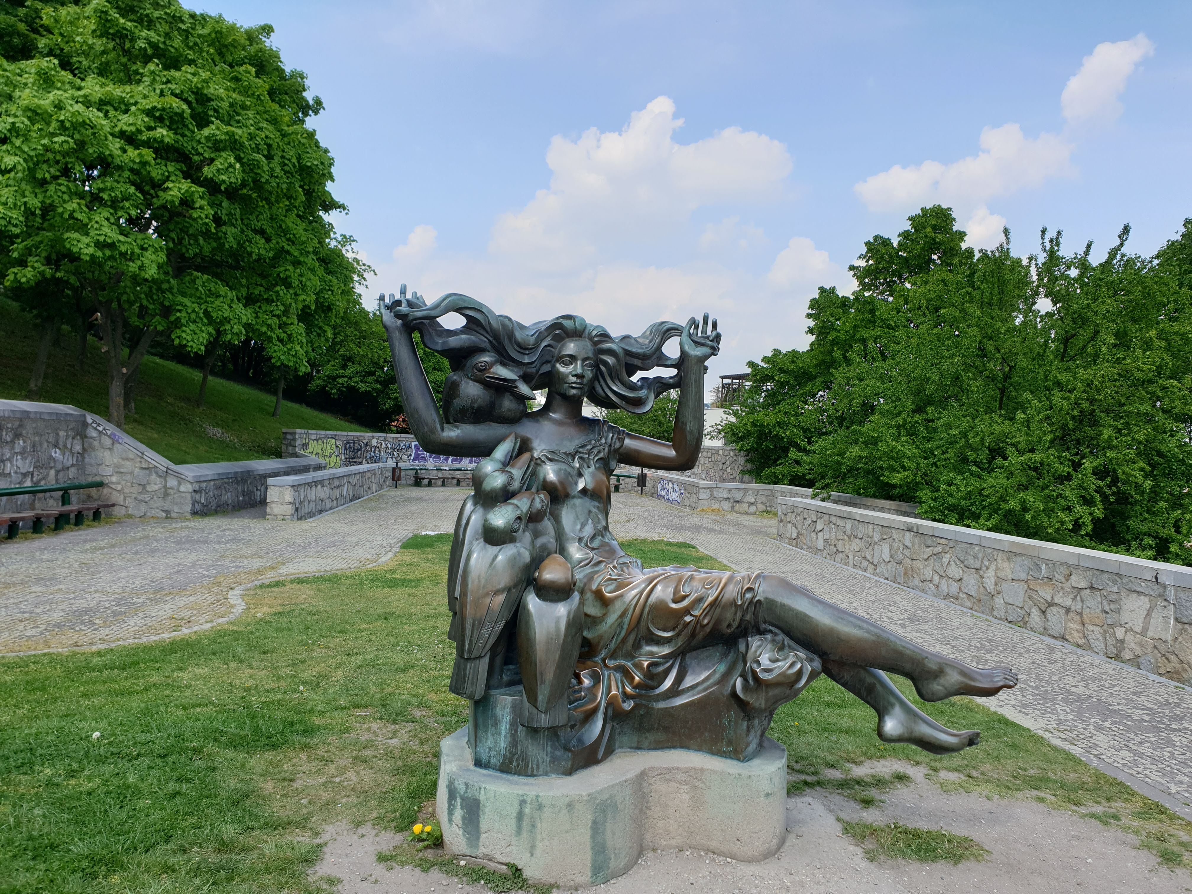 A Bird Lady vagy Medúza szobor. Eredete és története ismeretlen.