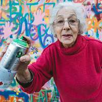 Falakat fest, falakat bont – Grafitti az idősekkel szembeni előítéletek ellen