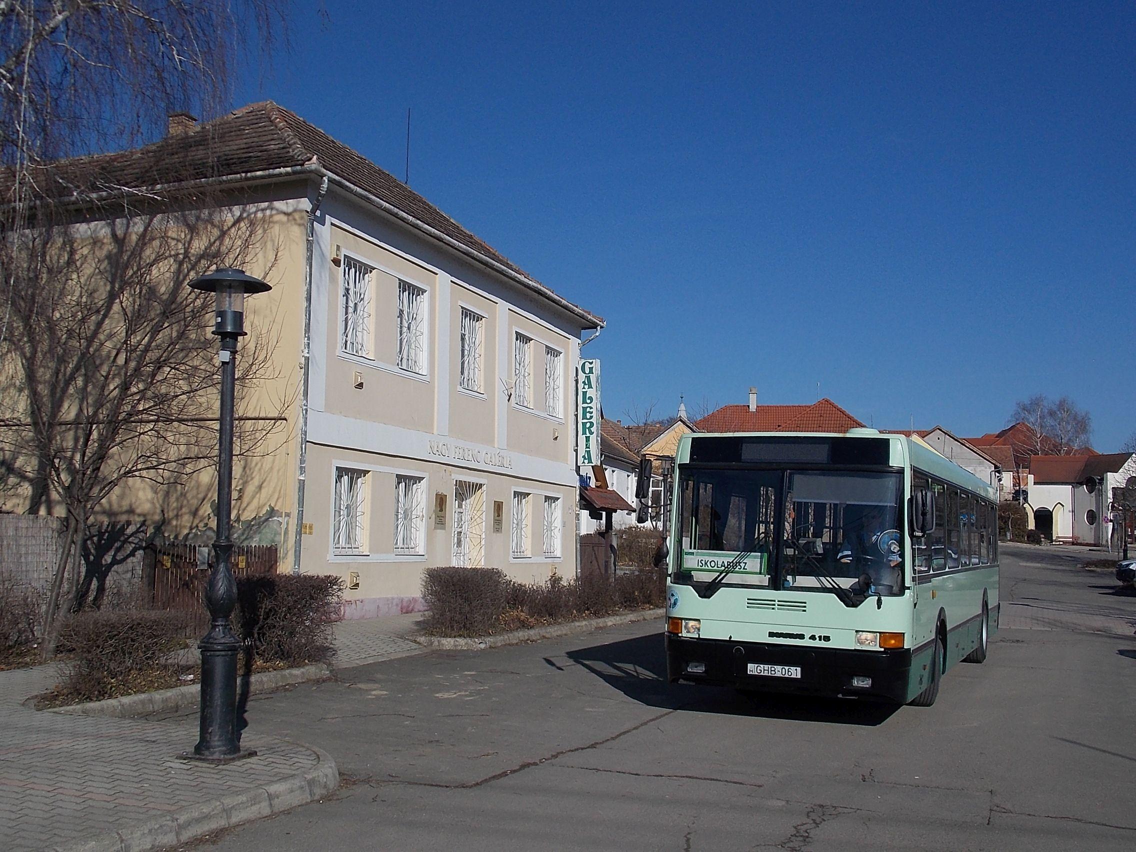 Tab, Nagy Ferenc galéria. Itt volt régen a buszállomás.