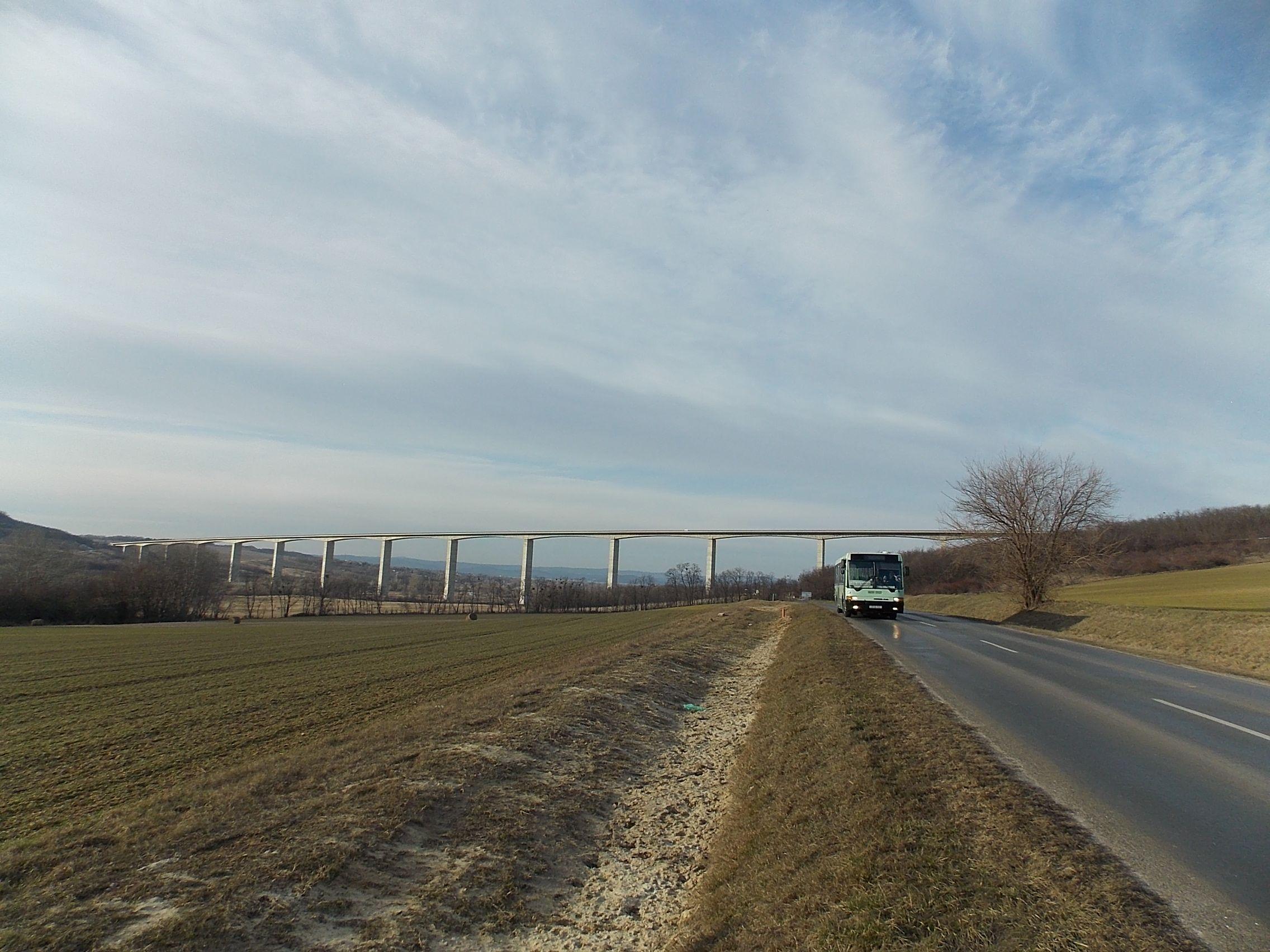 Híd busszal