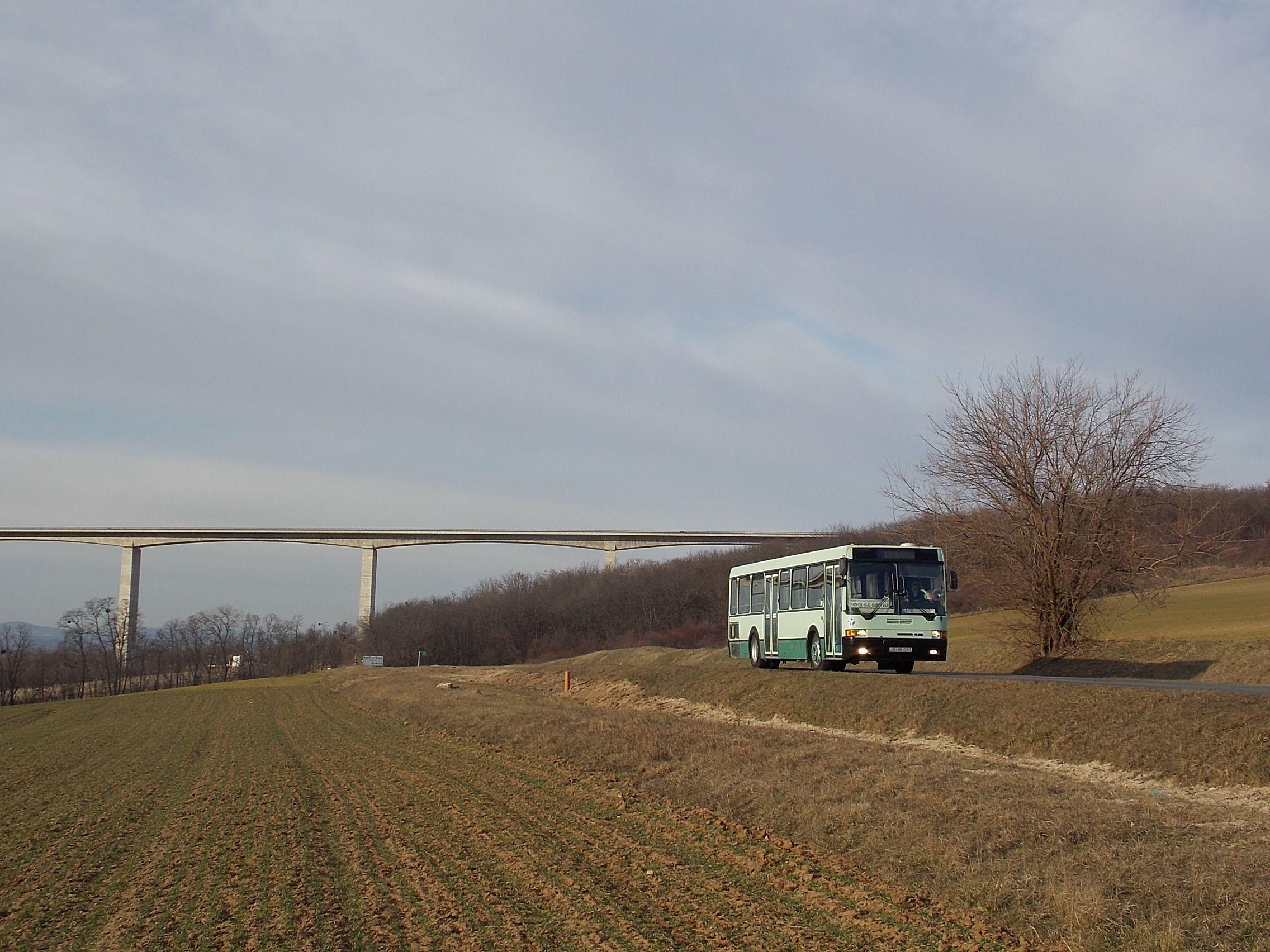 Busz híddal