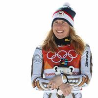 Ilyen nincs, s mégis van: Ester Ledecká személyében egy hódeszkás lett a Szuper-G olimpiai bajnoka