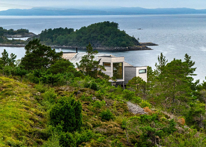 norwegian-holiday-home-by-rever-drage-03.jpg