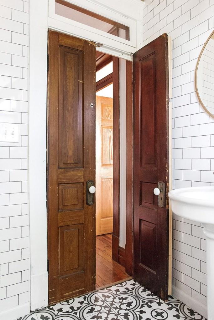009-bathroom.jpg
