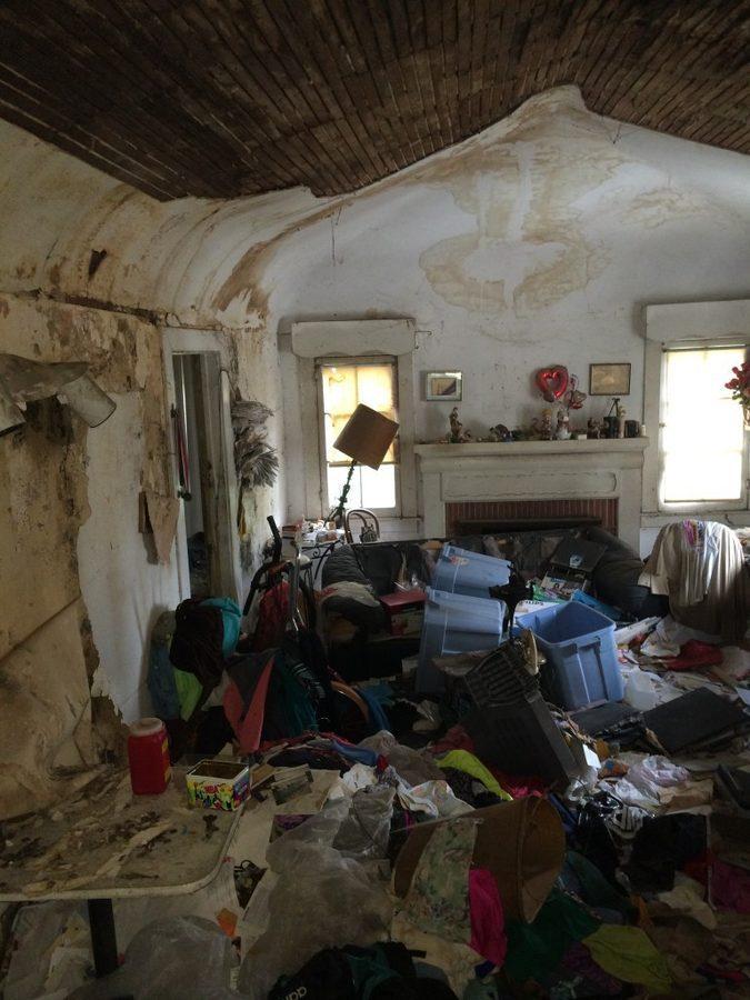 1432827950-syn-15-1432752948-garbage-house-flip-10-de.jpg