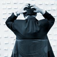 A hajszoltság, a túlvállalás és a versengés károsító hatásai