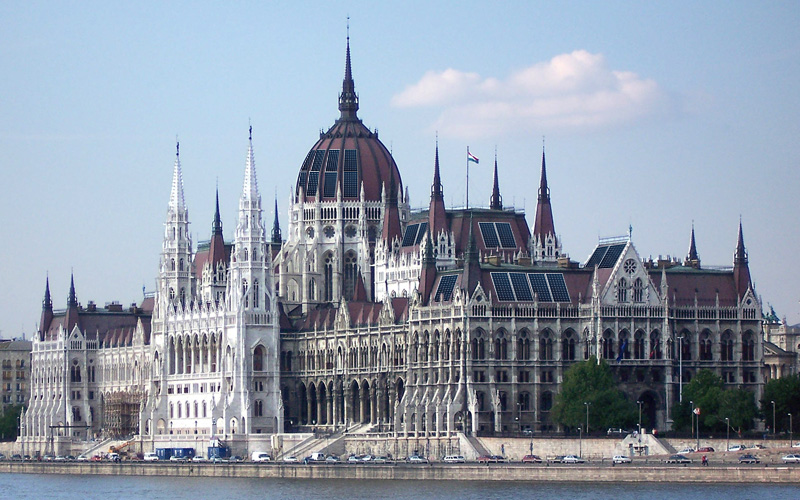 parlament_solar.jpg