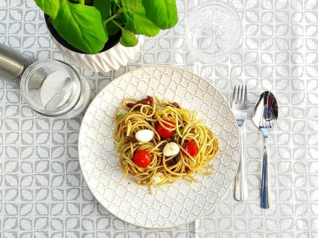 Cukkinis-paradicsomos diétás spagetti Smarta konyhájából