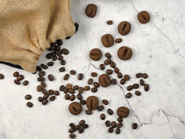 Kávébab formájú kávés süti
