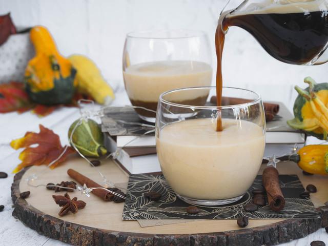 Fehércsokis-sütőtökös latte