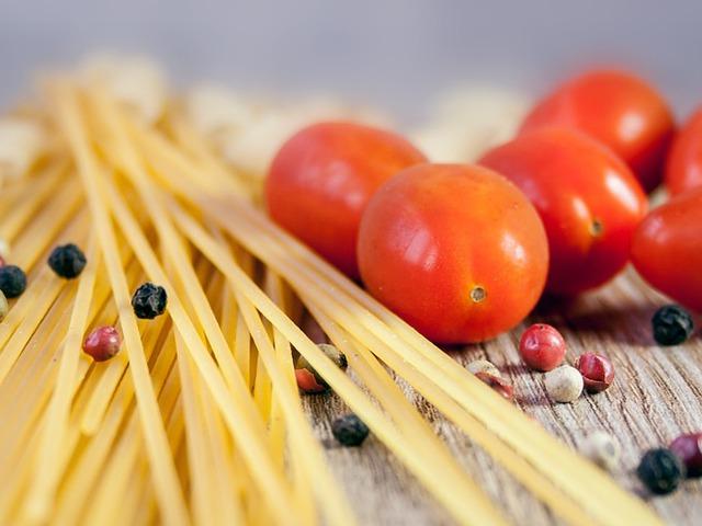 Könnyű spagetti zöldborsó-pestóval és aszalt paradicsommal Smarta konyhájából