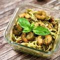 Ezt vidd magaddal: zöldborsó-pestos spagetti garnéla falatokkal