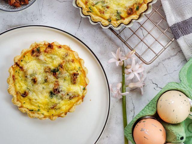 Sonkás-tojásos mini pite reggelire