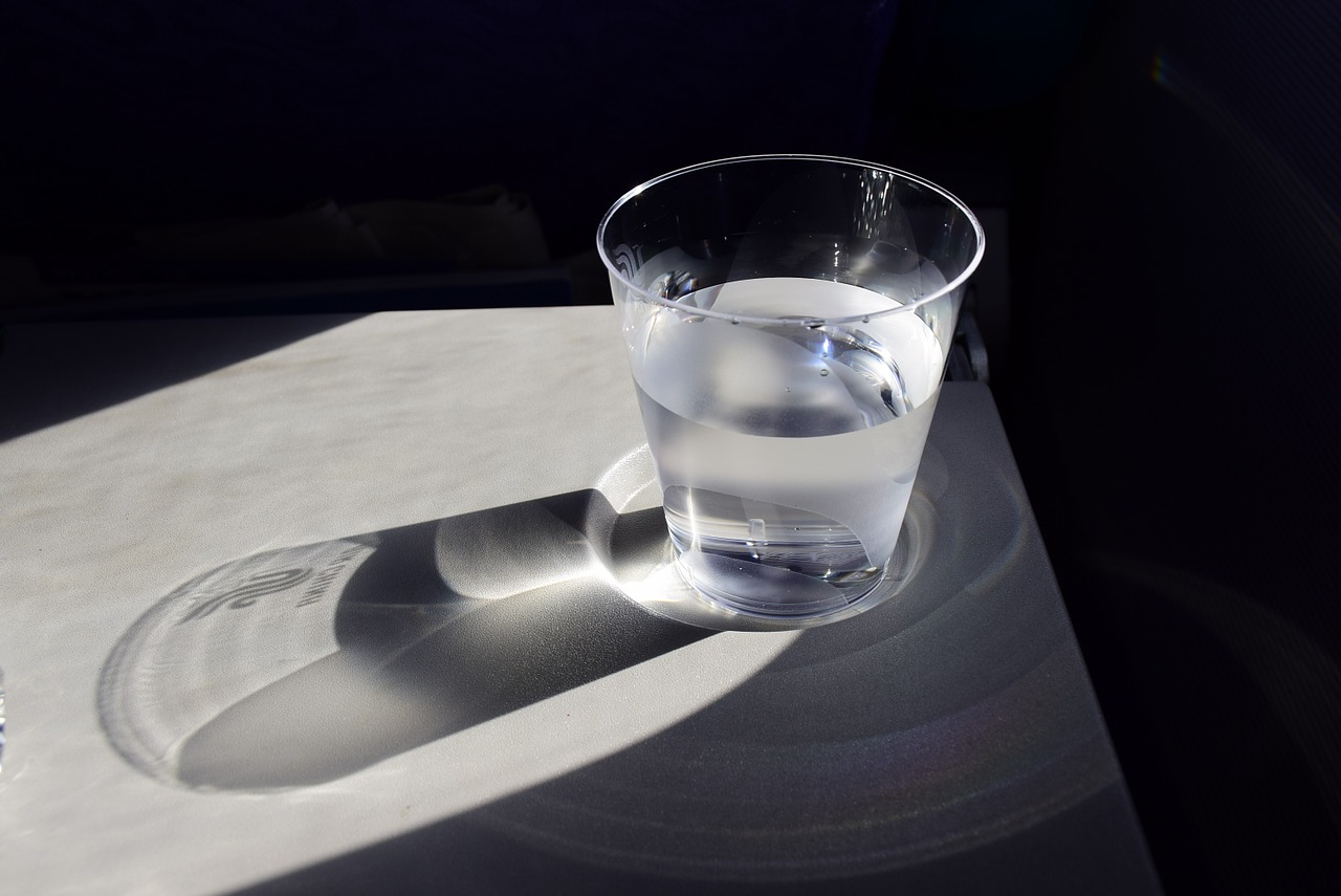 a-cup-of-water-904698_1280.jpg