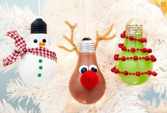 Villanykörtéből bármit készíthetsz, ami karácsonyi és eszedbe jut :-)
