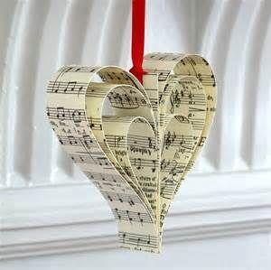 Ha nem tudod elénekelni mennyire szereted, készíts dalszövegből szívet.