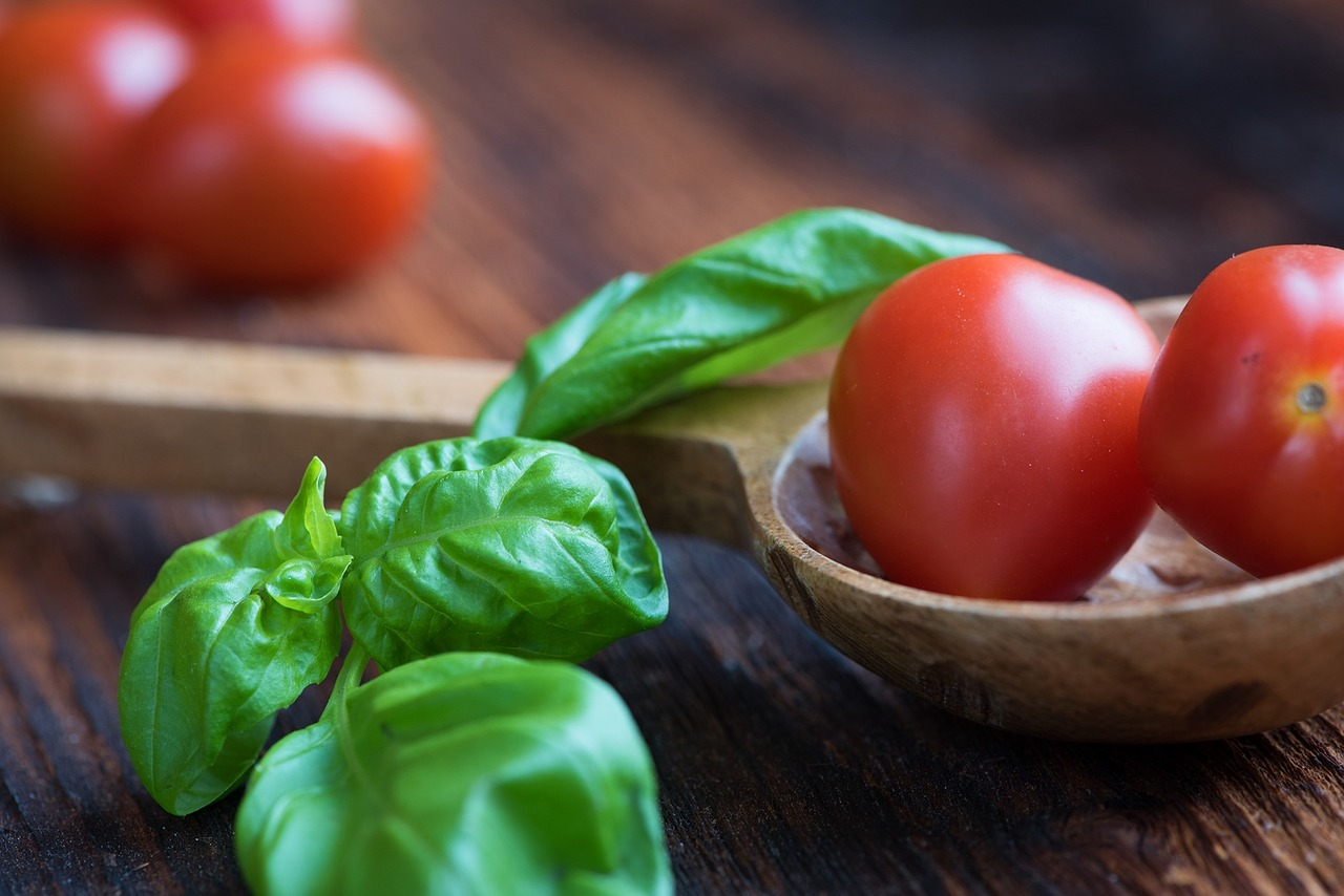 tomatoes-1457343_1280.jpg