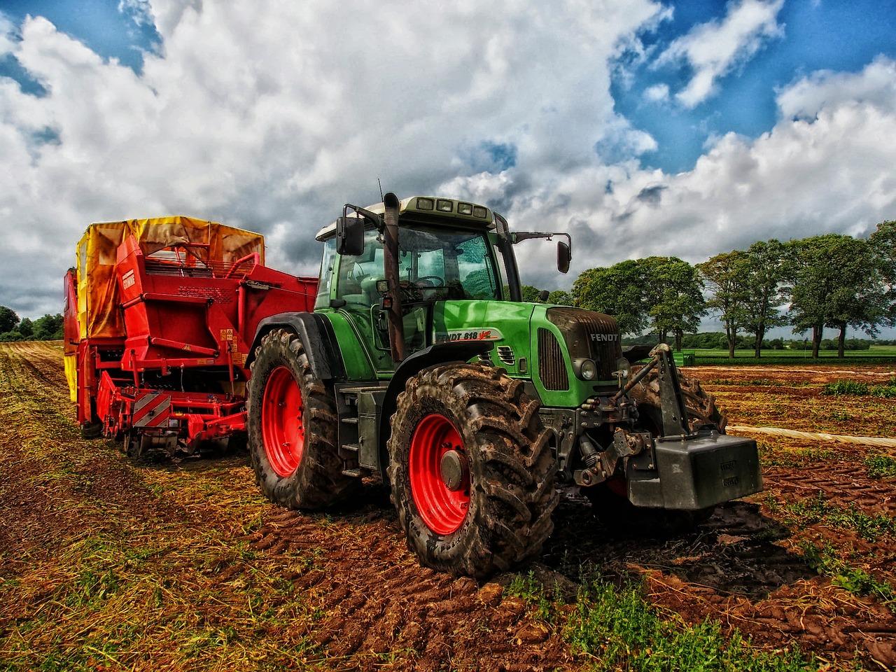 tractor-385681_1280.jpg