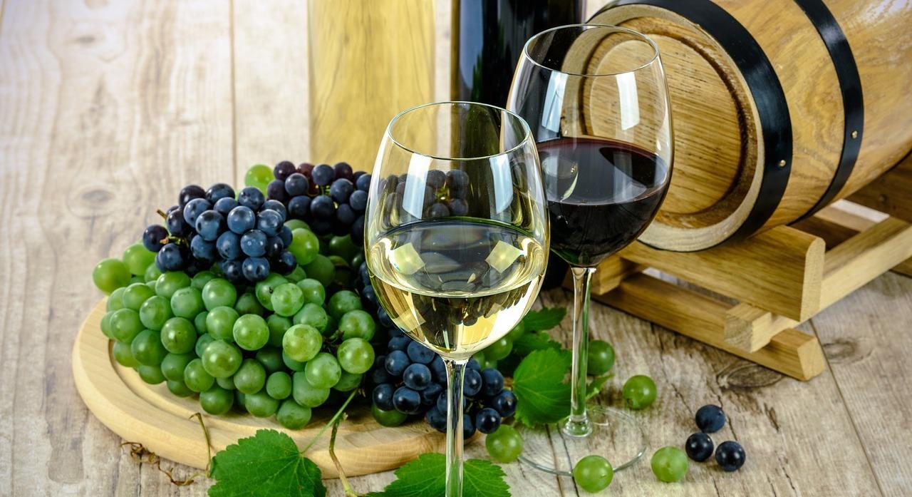two-types-of-wine-1761613_1280.jpg