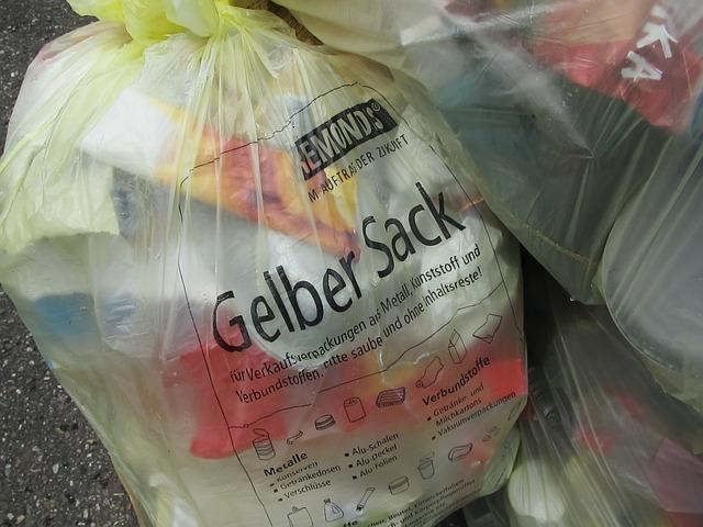 yellow-sack-791401_640.jpg