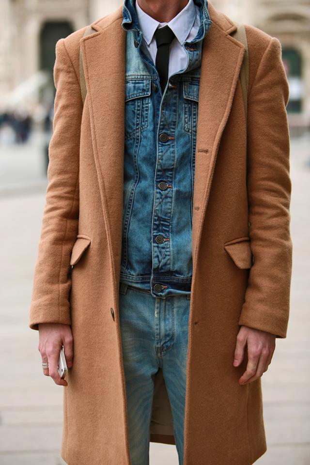 milan-fashion-week-2015-street-style-camel-coat-men-style-ferfidivat-denim-farmer-dzseki-hatizsak-benzolbag-smizedivat_10.png