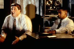 Letaszítva / Fallen (1998)