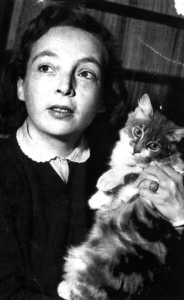 duras_with_her_cat.jpg